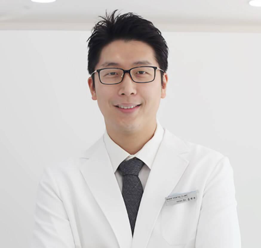 총신대입구(이수)역 치과, 이수스마트치과의원의 김태수 (서울특별시 동작구 동작대로 137)